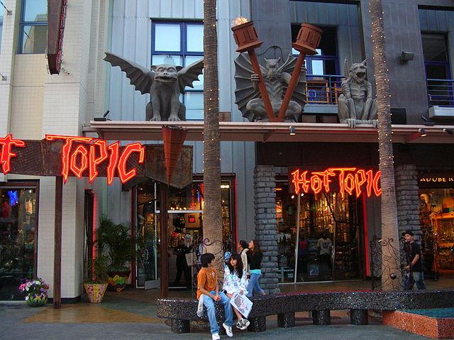 Hot Topic -liikkeen julkisivu Hollywoodissa