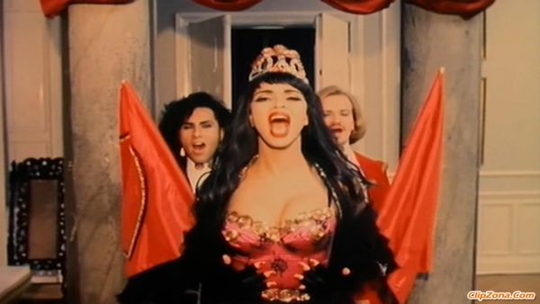 Army of Lovers - Crucified; kuvankaappaus musiikkivideosta