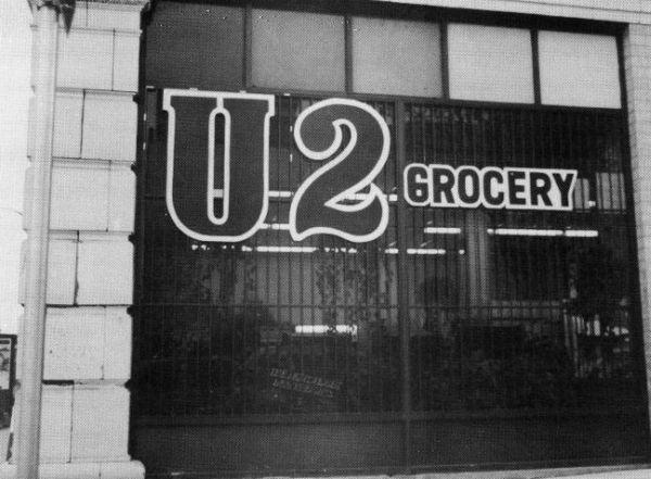 U2 Grocery Vancouverissa, oikeuteen haastamista odotellessa.
