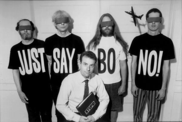Negativland ja heidän lakimiehensä joskus 1990-luvun alkuvuosina.