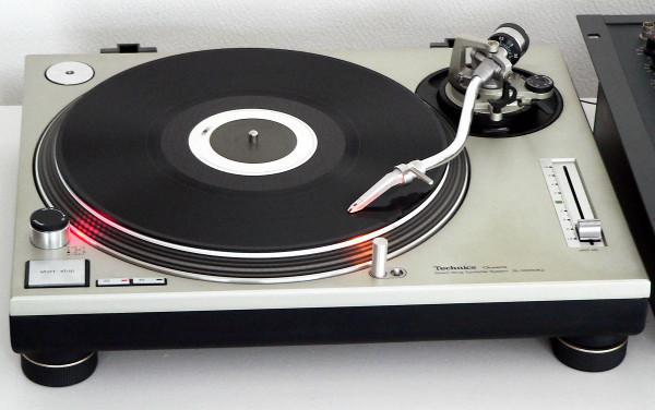 Technics SL-1200 MKII, ainoa oikea levysoitin.