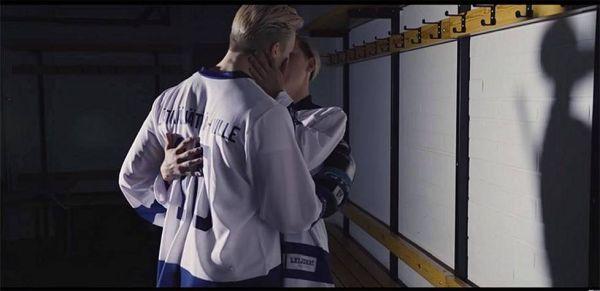 Kuvankaappaus Tuure Boeliuksen musiikkiivideosta Lätkäjätkä-Ville