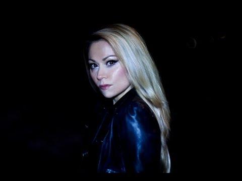 Anna Eriksson – Jos mulla olisi sydän (kuvankaappaus musiikkivideosta)