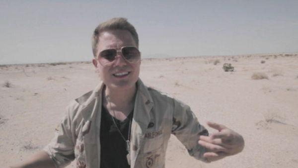 Cheek – Sokka irti (kuvankaappaus musiikkivideosta)