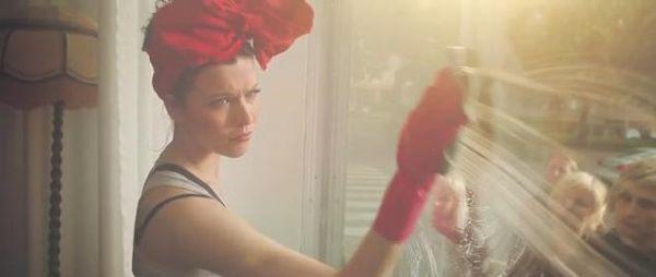 Jenni Vartiainen - Nettiin (kuvankaappaus musiikkivideosta)