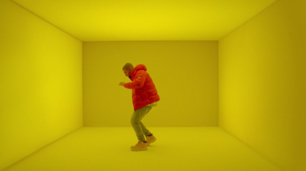 Drake - Hotline Bling (kuvankaappaus musiikkivideosta)