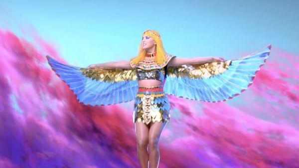 Katy Perry - Dark Horse (kuvankaappaus musiikkivideosta)